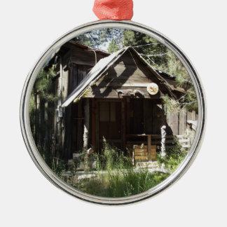 森の断念された小屋 メタルオーナメント