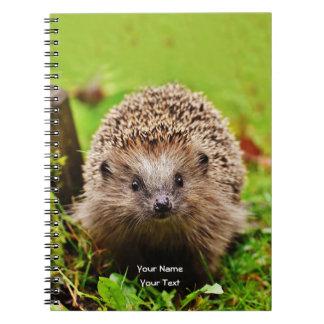 森林のかわいく小さいハリネズミ ノートブック
