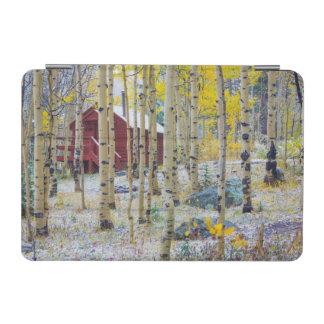 森林の壮大なメサの孤独な小屋 iPad MINIカバー
