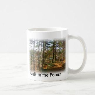 森林の歩行 コーヒーマグカップ