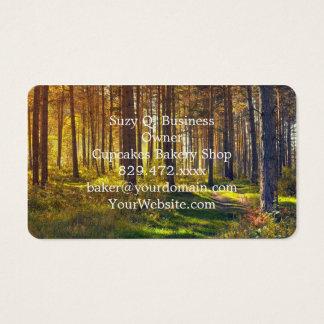 森林の9月。秋の森林の日の出 名刺