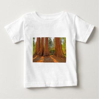 森林の(昆虫)オオカバマダラ、モナーク ベビーTシャツ