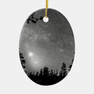 森林は星座の天文学の熟視のシルエットを描きます セラミックオーナメント