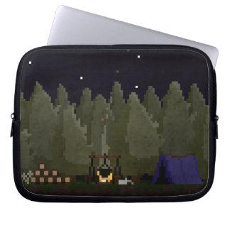 森林ピクセル芸術の袖ピクセル芸術のキャンプ ラップトップスリーブ