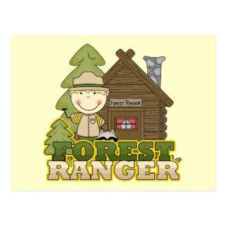 森林レーンジャーの男の子のTシャツおよびギフト ポストカード