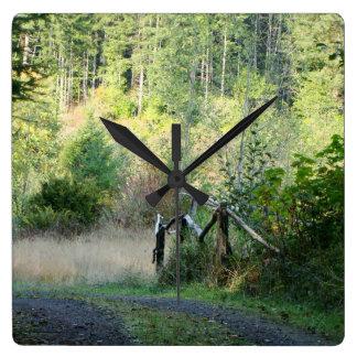 森林木のレッドウッドのハイキングコース景色のオレゴン スクエア壁時計