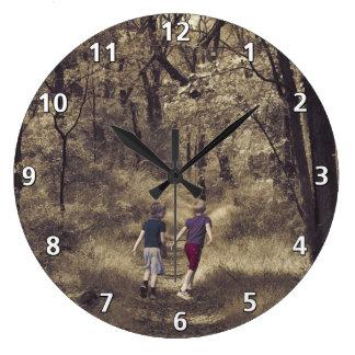 森林道の2人の男の子 ラージ壁時計