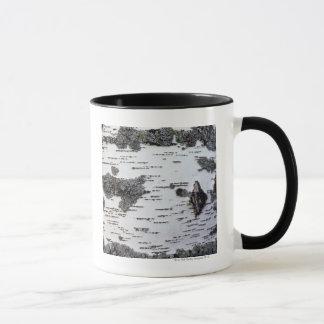 森林、コケが付いている詳細の樺の木、 マグカップ