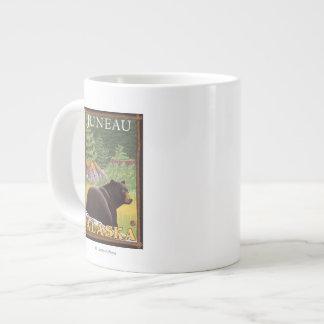 森林-ジュノー、アラスカのツキノワグマ ジャンボコーヒーマグカップ