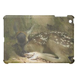 森林、ドイツのアカシカの子鹿 iPad MINIケース