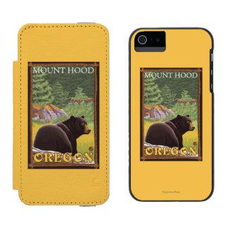 森林-山のフード、オレゴンのツキノワグマ INCIPIO WATSON™ iPhone 5 ウォレット ケース