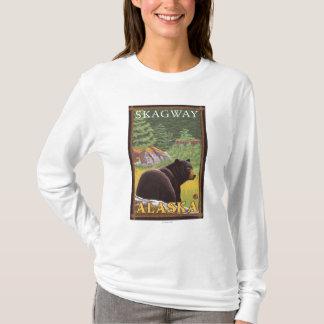 森林- Skagway、アラスカのツキノワグマ Tシャツ