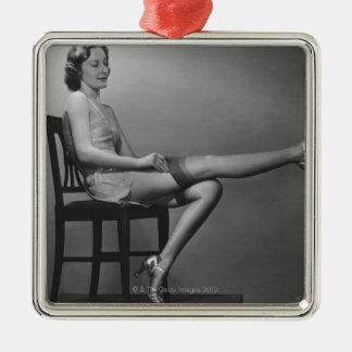 椅子に坐っている女性 メタルオーナメント