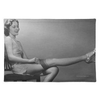 椅子に坐っている女性 ランチョンマット