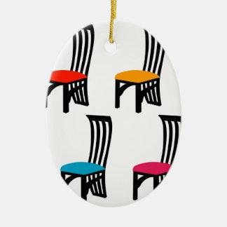 椅子のグラフィックを食事しているデザイナー セラミックオーナメント