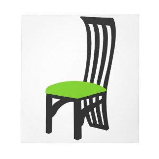 椅子のグラフィックを食事しているデザイナー ノートパッド