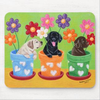 植木鉢のラブラドールの子犬 マウスパッド