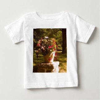植木鉢の整理の乳児のTシャツ ベビーTシャツ