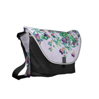 植物のパンジーによっては花の庭が開花します メッセンジャーバッグ