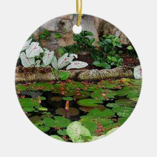 植物の自然ユリの池の景色 セラミックオーナメント