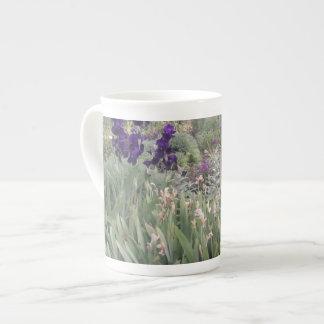 植物園の紫色の花、ケンブリッジ ボーンチャイナカップ