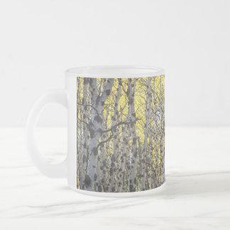 《植物》アスペンの木および金紅葉 フロストグラスマグカップ