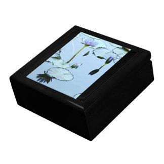 《植物》スイレンによってLilypadは花の池のギフト用の箱が開花します ギフトボックス