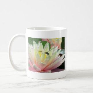 《植物》スイレンのトンボ コーヒーマグカップ