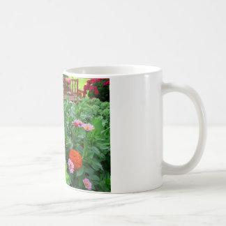 《植物》百日草の花のトラのアゲハチョウの蝶 コーヒーマグカップ