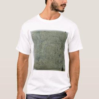 楔形の原稿が付いているタブレット Tシャツ