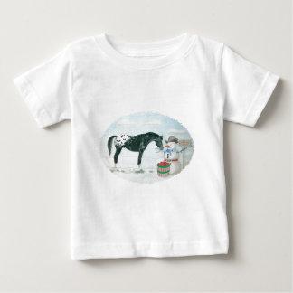 楕円形Appaloosaの馬および雪だるま ベビーTシャツ