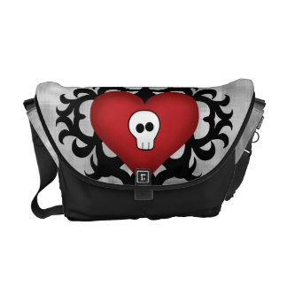 極度のかわいいゴシック様式ダマスク織のスカルのハートの黒および赤 メッセンジャーバッグ