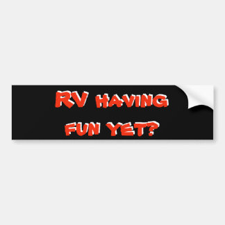 楽しい時を過すRVまだか。 赤くおよび黒いキャンピングカー バンパーステッカー