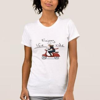 楽しむな生命および乗車のスズメバチのTシャツ Tシャツ