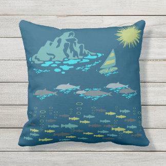 楽園のイルカの魚のウィンドサーファーの日曜日の緑のレトロ アウトドアクッション