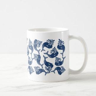様式化されたシロナガスクジラ コーヒーマグカップ