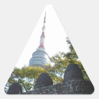 標識を通したソウルNamsanタワー 三角形シール