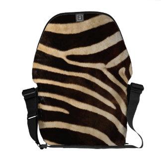 模造のなシマウマのストライプの毛皮 メッセンジャーバッグ