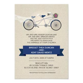 模造のなリネン濃紺のタンデム自転車の結婚式 12.7 X 17.8 インビテーションカード