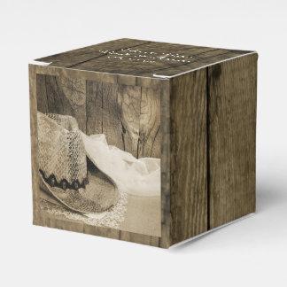 模造のな納屋の木およびカーボーイ・ハットの国の結婚式 フェイバーボックス