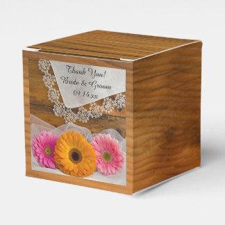 模造のな納屋の木製のデイジーのトリオのレースの結婚式 フェイバーボックス
