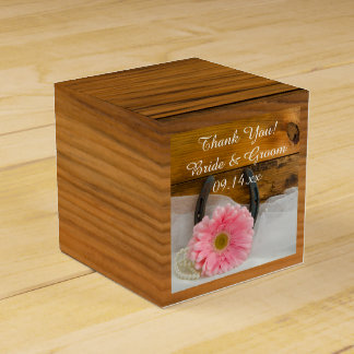 模造のな納屋の木製のピンクのデイジーおよび蹄鉄の結婚式 フェイバーボックス