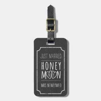 模造のな黒板のたった今結婚しましたの新婚旅行のバッグのラベル ラゲッジタグ