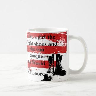 権利が…マグに蹄鉄を打つ女の子を与えて下さい コーヒーマグカップ