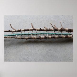 横の編まれたヒマラヤスギの自然の芸術の彫刻 ポスター
