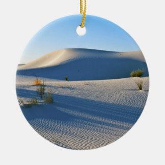 横断砂丘、ユッカ、早朝ライト セラミックオーナメント