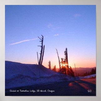 樹木限界線ロッジ、Mtのフードの日没 ポスター
