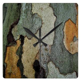 樹皮のカムフラージュ 壁時計