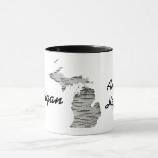 樺の木吠え声が付いているミシガン州-アメリカの高い5マグ マグカップ