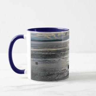 樺の木湾の潮平たい箱 マグカップ